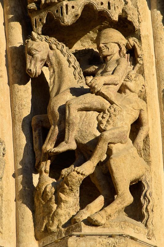 cavalière aux yeux bandés sur la cathédrale d'Amiens