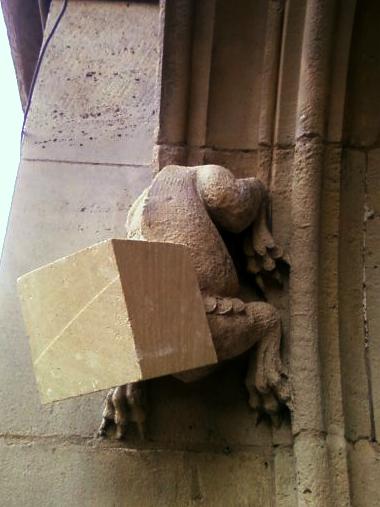 Chimère en cours de restauration sur le palais de Justice à Rouen