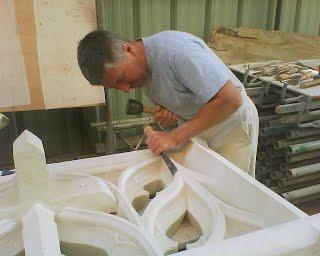 Les outils traditionnels du tailleur : massette et ciseau (photo : Laurent Hippolyte)