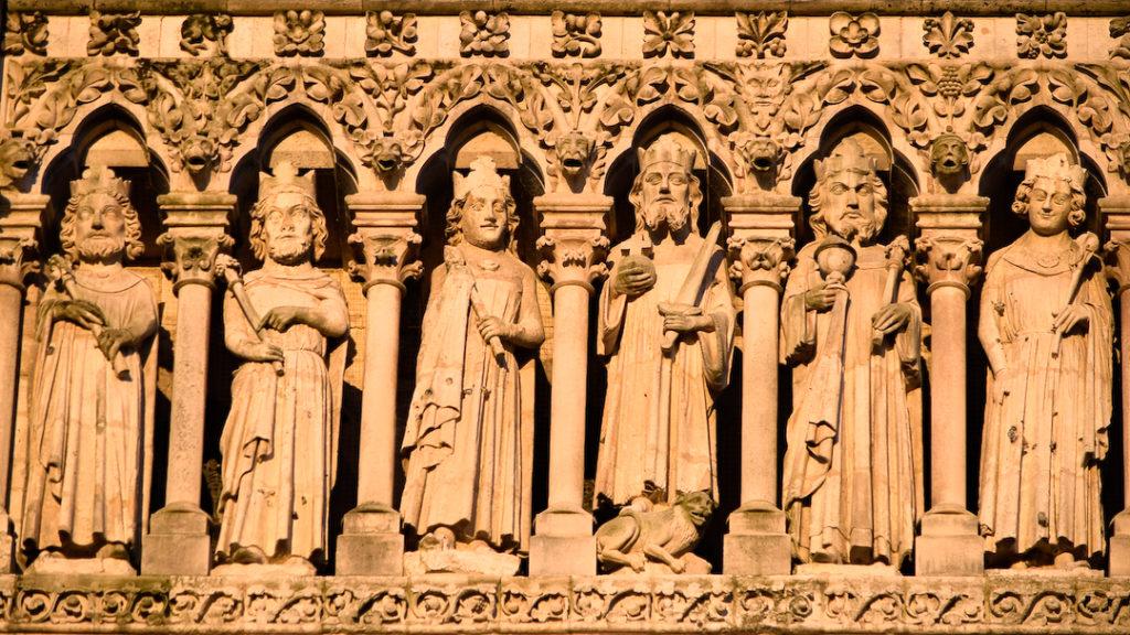 Galerie des rois sur la cathédrale d'Amiens.